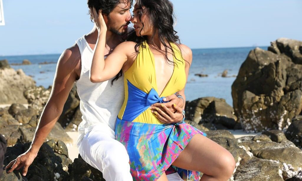 Mr. Chandramouli Regina Cassandra Hot Cleavage Boobs and Movie Ratings and Reviews